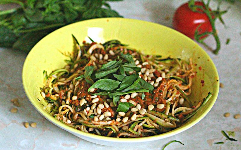 zucchini pasta tomato pesto - to her core