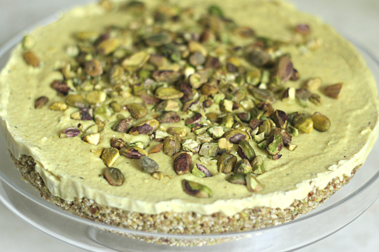 Raw turmeric, cardamom and pistachio cheesecake
