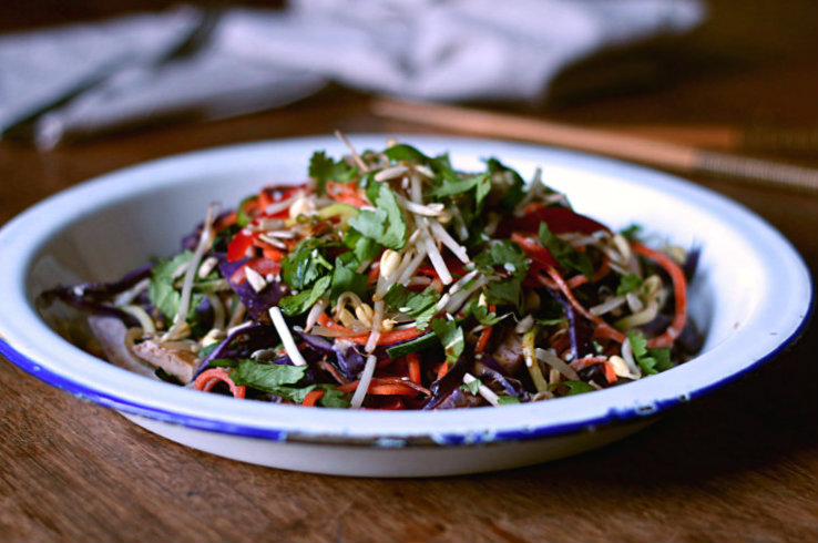 Vegetable noodle pad thai with creamy dressing