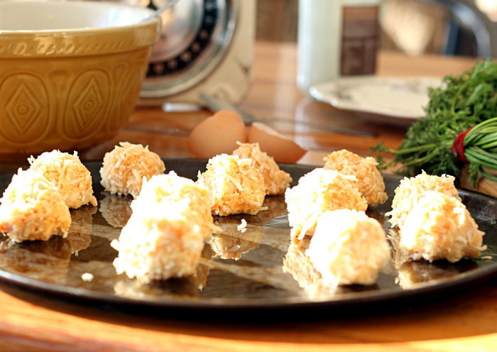 Carrot cake macaroons - to her core