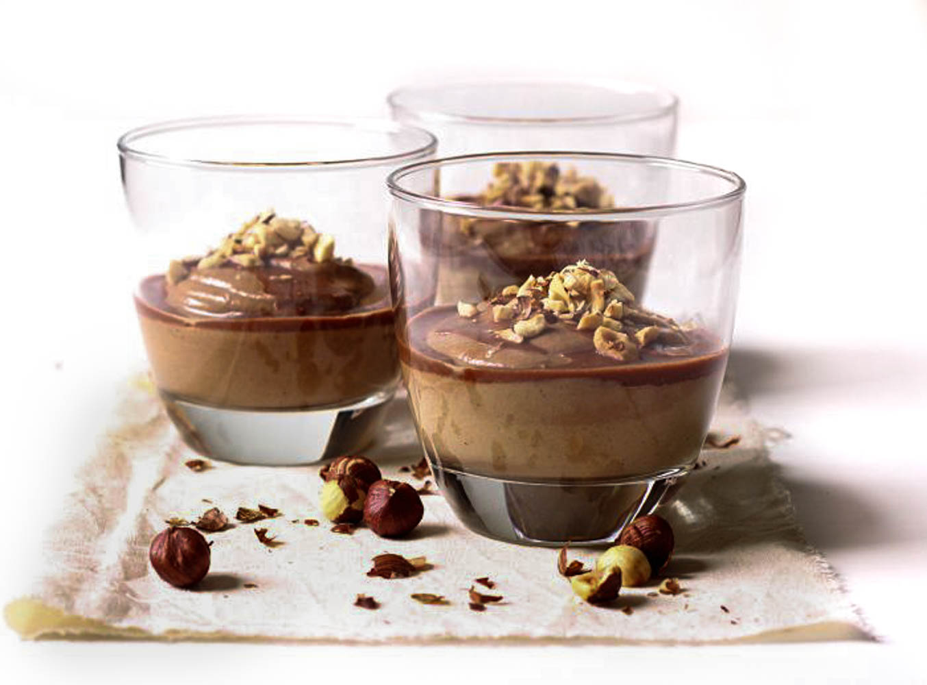 Roasted hazelnut and chocolate mousse (aka healthy N(o)tella cups)